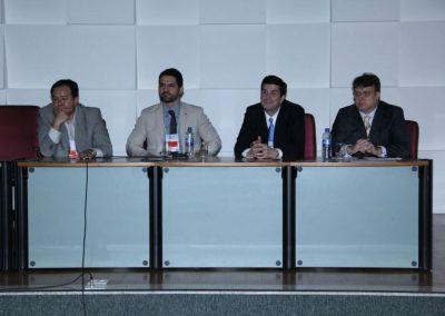 Dr. Alysson Zanatta, Dr. Welington, Dr. João Pedro Junqueira Caetano e Dr. Eduardo Camelo de Castro na Mesa de Endometriose