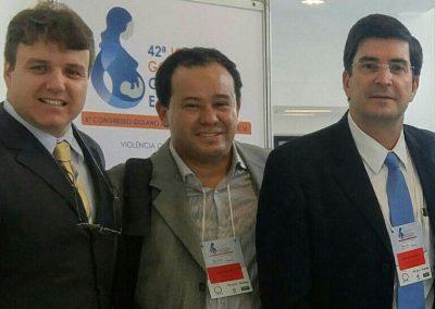 Dr. Eduardo Camelo de Castro com Dr. Alysson Zanatta e Dr. João Pedro Junqueira Caetano da Mesa de Endometriose